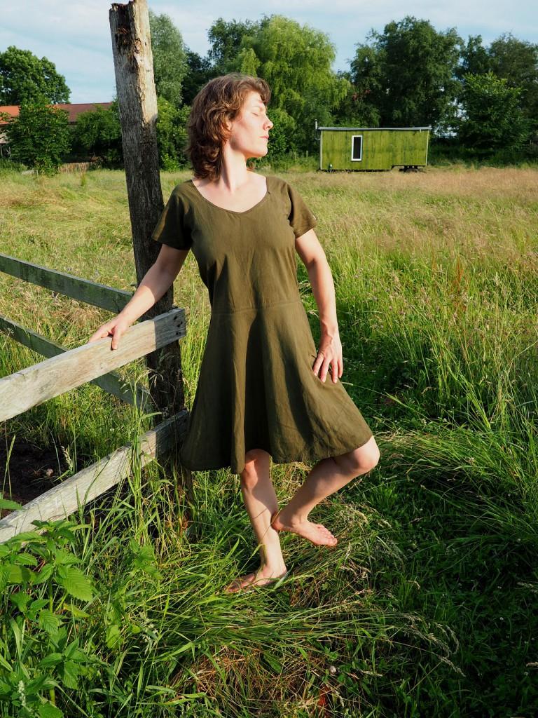 einfaches grünes Kleid